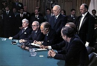 Signing the peace accords